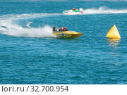 St peter port, Guernsey UK-September 17th 2016: Guernsey Powerboat Association racing at Havelet Bay. Стоковое фото, фотограф Zoonar.com/christopher smith / easy Fotostock / Фотобанк Лори