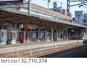 Platform of the Miyajimaguchi Station. It is on Sanyo Main Line in Hatsukaichi, Hiroshima, operated by West Japan Railway Company (JR West). Way to Miyajima (2013 год). Редакционное фото, фотограф Кекяляйнен Андрей / Фотобанк Лори