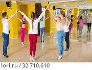 Tweens exercising dance with coach. Стоковое фото, фотограф Яков Филимонов / Фотобанк Лори