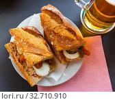 Morning breakfast - sandwich with anchovies and eggs. Стоковое фото, фотограф Яков Филимонов / Фотобанк Лори