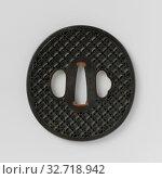 Купить «Hand guard with circle motif, Oval tsuba with openwork decoration in ito sukashi of the so-called 'endless circles of the seven treasures' (shippo tsunagi...», фото № 32718942, снято 6 июня 2020 г. (c) age Fotostock / Фотобанк Лори