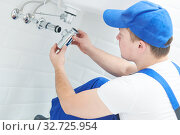 Plumber service. wash basin siphon installation. Стоковое фото, фотограф Дмитрий Калиновский / Фотобанк Лори