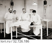Купить «Dr Ivan Pavlov (third from left) operating on a dog in the Physiology Department, Imperial Institute of Experimental Medicine, St Petersburg, Russia circa...», фото № 32726186, снято 7 июля 2019 г. (c) age Fotostock / Фотобанк Лори