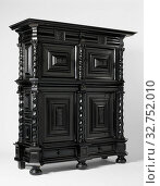 Купить «Cushion cupboard, Cupboard on ball feet, glued with ebony on an oak core. The drawer, decorated with masks at the corners and in the middle, divides it...», фото № 32752010, снято 6 июня 2020 г. (c) age Fotostock / Фотобанк Лори