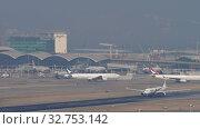 Купить «Malaysia Airlines Airbus A330 departure from Hong Kong», видеоролик № 32753142, снято 10 ноября 2019 г. (c) Игорь Жоров / Фотобанк Лори