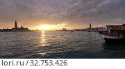 Venice, Italy, city view from the bay of San Marco (2016 год). Редакционное фото, агентство Caro Photoagency / Фотобанк Лори