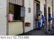 Купить «Cuba, Baracoa view of a street cafe in the city centre», фото № 32753686, снято 4 августа 2019 г. (c) Caro Photoagency / Фотобанк Лори
