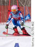 Moscow sportswoman mountain skier Girina Vitalina skiing down mount slope parallel slalom. Russian Federation Alpine Skiing Championship (2019 год). Редакционное фото, фотограф А. А. Пирагис / Фотобанк Лори