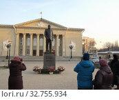 Купить «Самара. Памятник Мочалову П. П.», фото № 32755934, снято 25 ноября 2019 г. (c) Светлана Кириллова / Фотобанк Лори