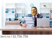 Купить «Businessman wearing mask in hypocrisy concept», фото № 32756758, снято 24 июня 2019 г. (c) Elnur / Фотобанк Лори