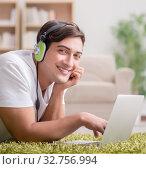 Купить «Freelancer working at home and listening to music», фото № 32756994, снято 25 октября 2016 г. (c) Elnur / Фотобанк Лори