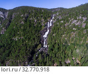 Mountain waterfall Vidfossen (Hildalsfossen, Vefoss) in the village of Hildal on the Rv13 highway, near the Odda town. Norway (2018 год). Стоковое фото, фотограф Кекяляйнен Андрей / Фотобанк Лори