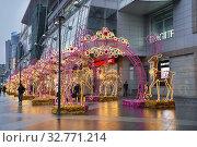 Москва новогодняя. Площадь Киевского вокзала. Редакционное фото, фотограф Dmitry29 / Фотобанк Лори