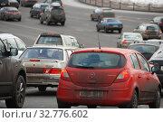 Купить «Плотное движение на Кремлевской набережной. Город Москва», эксклюзивное фото № 32776602, снято 4 марта 2011 г. (c) lana1501 / Фотобанк Лори