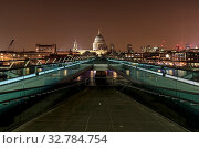 Millennium Bridge and St Pauls Cathedral at night in London. Стоковое фото, фотограф Zoonar.com/christopher smith / easy Fotostock / Фотобанк Лори