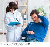 Doctor checking patients ear during medical examination. Стоковое фото, фотограф Elnur / Фотобанк Лори