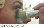 Applying cosmetic powder with a big brush on face. Стоковое видео, видеограф Vasily Alexandrovich Gronskiy / Фотобанк Лори