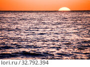 Photo Picture of The Sun Setting in the Sea. Стоковое фото, фотограф Zoonar.com/ALB / easy Fotostock / Фотобанк Лори