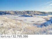 Купить «Зимний сельский пейзаж с видом на замерзший водоем», фото № 32795386, снято 29 декабря 2014 г. (c) Елена Коромыслова / Фотобанк Лори