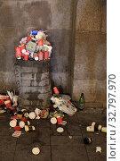 Купить «Куча мусора на Красной площади», эксклюзивное фото № 32797970, снято 25 декабря 2019 г. (c) Дмитрий Неумоин / Фотобанк Лори