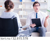 Patient visiting psychotherapist to deal with consequences of tr. Стоковое фото, фотограф Elnur / Фотобанк Лори