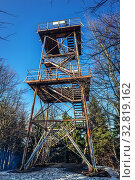 Lookout tower on Kalenica mountain in Landscape Park of Gory Sowie (Owl Mountains) mountain range in Central Sudetes, Poland. Стоковое фото, фотограф Konrad Zelazowski / easy Fotostock / Фотобанк Лори