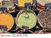 Beans and lentils on Mercado de San Anton in neighborhood of Chueca, Madrid, Spain. Стоковое фото, фотограф Konrad Zelazowski / easy Fotostock / Фотобанк Лори