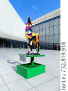 Купить «Один из символов Европейских игр - скульптуры газели возле музей Гейдара Алиева», фото № 32819918, снято 24 сентября 2019 г. (c) Евгений Ткачёв / Фотобанк Лори