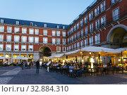 Купить «Historic town square, Plaza Mayor, at evening. Madrid, Comunidad de Madrid, Spain, Europe.», фото № 32884310, снято 16 октября 2017 г. (c) age Fotostock / Фотобанк Лори