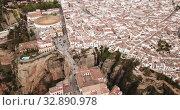 Aerial view of Ronda landscape and buildings with Puente Nuevo Bridge, Andalusia, Spain (2019 год). Стоковое видео, видеограф Яков Филимонов / Фотобанк Лори