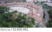 Aerial view of Plaza d'Espana with park and a bridge on ver the canal in Sevilla (2019 год). Стоковое видео, видеограф Яков Филимонов / Фотобанк Лори