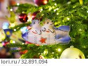 Купить «Москва новогодняя. Кузнецкий мост, украшение на ёлке», эксклюзивное фото № 32891094, снято 1 января 2020 г. (c) Dmitry29 / Фотобанк Лори