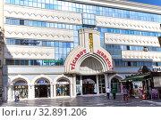Купить «Торговый центр Хагани в центре Баку. Азербайджан», фото № 32891206, снято 27 сентября 2019 г. (c) Евгений Ткачёв / Фотобанк Лори