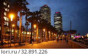 Twilight view of Port Olimpic. Center of nightlife of Barcelona (2019 год). Редакционное видео, видеограф Яков Филимонов / Фотобанк Лори