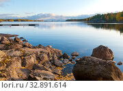 Купить «Stony bank of The Saimaa Lake. Puumala. Finland», фото № 32891614, снято 5 октября 2019 г. (c) Румянцева Наталия / Фотобанк Лори
