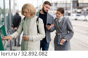 Woman traveler buying ticket at ticket vending machine. Стоковое фото, фотограф Яков Филимонов / Фотобанк Лори