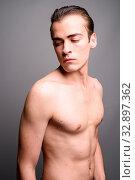Купить «Studio shot of young handsome man shirtless against gray background», фото № 32897362, снято 23 февраля 2020 г. (c) easy Fotostock / Фотобанк Лори