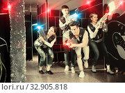 Купить «People in vests and with laser pistols playing emotionally laser», фото № 32905818, снято 21 января 2020 г. (c) Яков Филимонов / Фотобанк Лори