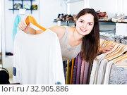 Girl in apparel store. Стоковое фото, фотограф Яков Филимонов / Фотобанк Лори