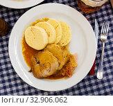 Pork served with cabbage and knodels. Стоковое фото, фотограф Яков Филимонов / Фотобанк Лори