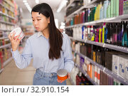 woman customer buying hair balm. Стоковое фото, фотограф Яков Филимонов / Фотобанк Лори