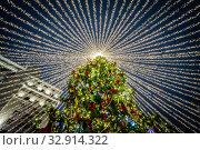 New Year holidays and colorful decoration of the city. Стоковое фото, фотограф Андрей Пожарский / Фотобанк Лори
