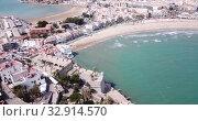 Купить «Hotels at sea side in Penisola town. Valencia, Spain», видеоролик № 32914570, снято 16 апреля 2019 г. (c) Яков Филимонов / Фотобанк Лори