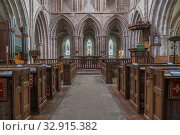 East window and Alter, Parish Church of Holy Trinity and St Mary, Abby Dore Herefordshire UK. February 2019. Стоковое фото, фотограф Liam Stanley R, Bunce / age Fotostock / Фотобанк Лори