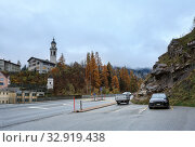 Купить «View of the municipality of Albula-Alvra in the fall. Tiefencastel church on a hill. Albula Region, canton of Graubuenden, Switzerland.», фото № 32919438, снято 8 ноября 2019 г. (c) Bala-Kate / Фотобанк Лори