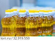 Sunflower oil in plastic bottles. Стоковое фото, фотограф Акиньшин Владимир / Фотобанк Лори