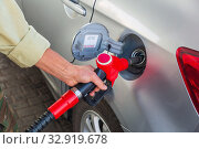 Male hand refuel the car at a gas station. Стоковое фото, фотограф Акиньшин Владимир / Фотобанк Лори
