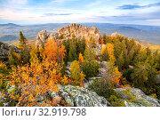 Rocks on the crimson mountain near Beloretsk in the Southern Urals in Bashkortostan. Стоковое фото, фотограф Акиньшин Владимир / Фотобанк Лори