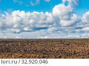 Купить «Agricultural land cultivated for sowing. Plowed field.», фото № 32920046, снято 22 сентября 2019 г. (c) Акиньшин Владимир / Фотобанк Лори