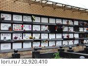 Город Москва. Троекуровское кладбище. Колумбарий (2019 год). Редакционное фото, фотограф EgleKa / Фотобанк Лори